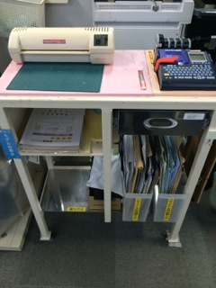 The laminating and label station